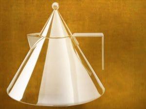 Geometrización y guía proyectiva de una tetera, autoría de Aldo Rossi